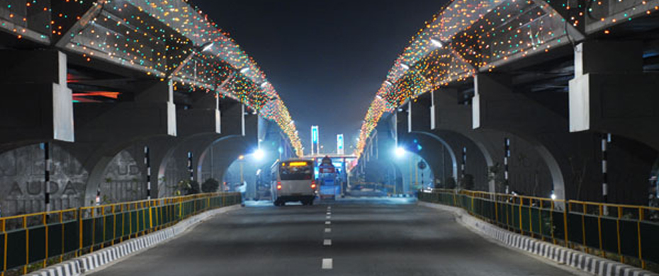 Fly over bridge on BRTS corridor at Memnagar